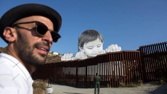 JR et on oeuvre Kikito